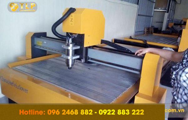 Máy CNC là gì? Ứng dụng của CNC trong sản xuất biển quảng cáo