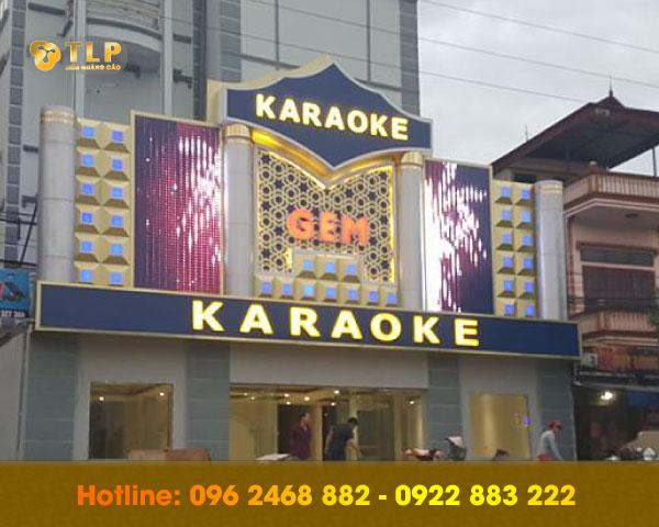 bien-quang-cao-karaoke-bang-mica